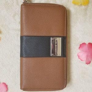 Dana Buchman wallet